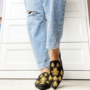 CAPE ROBBIN -suede black & yellow bee mules 8.5